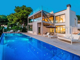 Fabulous Contemporary Villa Pool & Sea Views