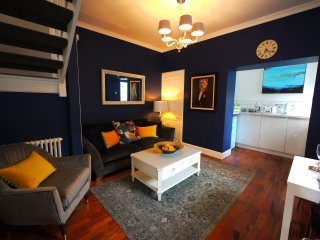 Stylish Boutique Apt near city centre with parking