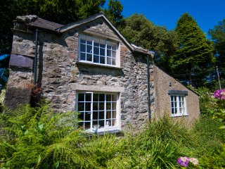 Delightful Detached Cottage on Private Glasfryn Estate with Sea Views