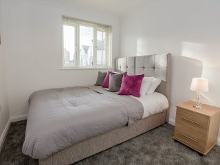 Eastbury Executive Apartment by PLL