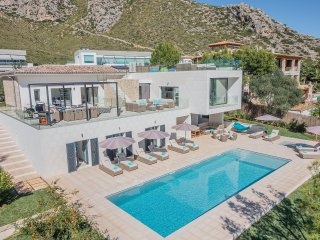 LUXURY NEW VILLA WITH FABULOUS SEA & MOUNTAIN VIEWS