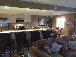 Beach Blk Luxury Condo Sleeps 12 W/ Gorgeous Ocean