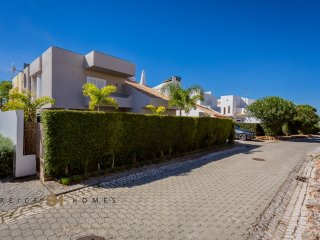4 bedroom Townhouse with private pool in Vilamoura
