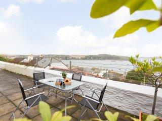 Seaworthy, sleeps 5 with parking and wonderful views