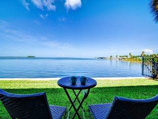 Dunedin Sun Breeze 1 Charming Waterfront Condo