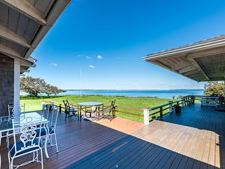 ROCKT - Waterfront, Private Beach Frontage, Large Yard to Ocean's Edge, World