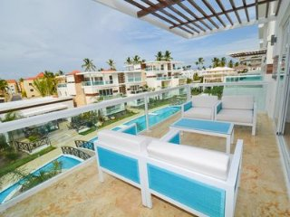 4444235- Beautiful two level 3 bedroom penthouse with free wifi