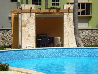 3481356- Modern 2 bedroom condo with free wifi
