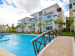 3832337- 3 Bedroom 3 Bath Penthouse in new Community with free WIFI