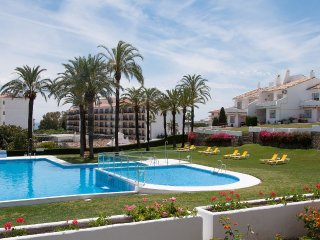 Andalucia Garden Club - Superb grounds w pool and great location by Puerto Banus