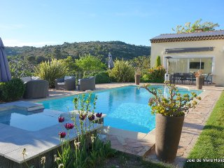 JdV Holidays Villa Valeriane, 4 bed air conditioned within walking to village