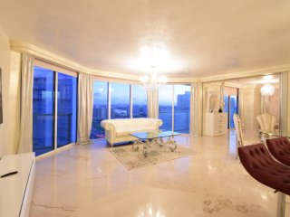 Stunning 2BDR with Ocean View, on 25th floor, Sunny Isles