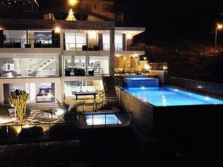 Serenity Villa II heated* pools detached luxury