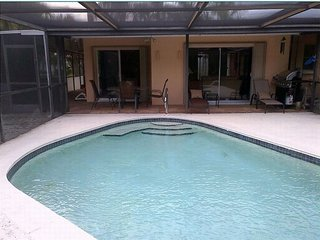 Adorable Family-Home heated pool, WIFI, in the heart of Cape Coral