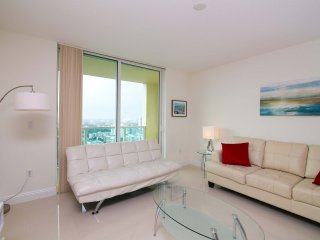 Spacious Brickell 3 BD Apartment With Balcony Lic1011