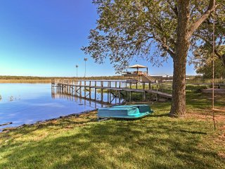 Cozy Fort Worth House w/Private Dock on Lake Worth