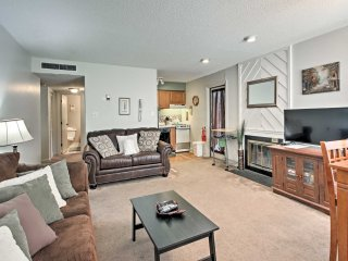 'High Life' Gatlinburg Condo w/Pool Access!