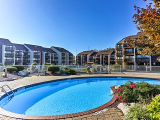 Lakeside Port Clinton Condo w/ Pool Access & View!