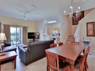 Regal Palms Resort, 15 minutes to Disney. 4 bedroom, 3 bathrooms. Water Park