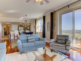 Corner condo w/ wrap-around deck, Gulf/bay/golf view, shared pool, beach access!
