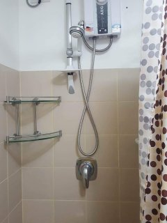 Shower with hot and cold temperatures