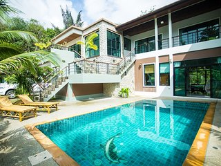 8 bedrooms with private pool luxury villa