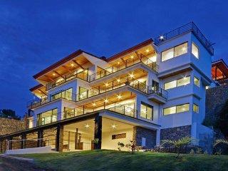 Vista de Sirena Award-Winning Luxury Ocean View Condo 275 Yds from the Beach