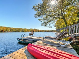 NEW! 2BR Lakehouse w/Dock Near Foxwoods and Mystic