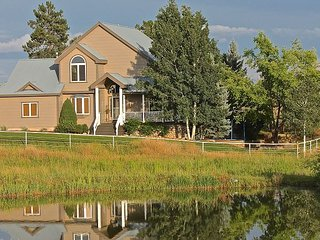 Luxury Home on Rural Acreage - Close to Downtown - Views