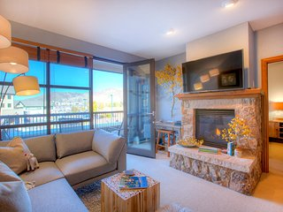 *NEW* Avon Town Center Condo, Convenient Shuttle to Beaver Creek Ski, Sauna