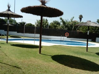 Urb. MIRADOR DE LA JARA. (Zona Centro-Playas). Luminoso y amplio apartamento.