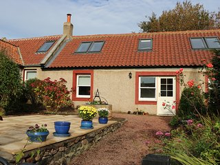 ROSE COTTAGE, exposed wooden beams, velux windows, conservatory, in Coldingham,