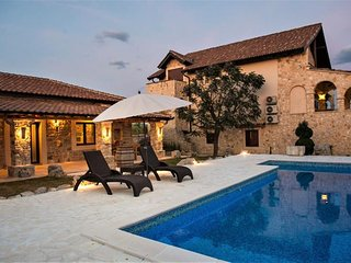 Holiday home with pool, Sibenik area