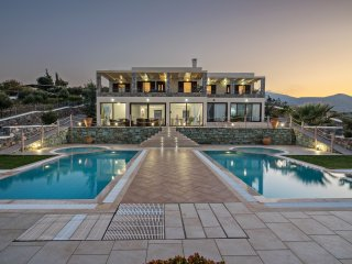 Family-Friendly Large Anemomylos Villa★w/Heated Pool★Jacuzzi★ Sea Views