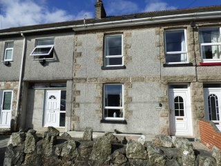 GRANITE COTTAGE, countryside views, Velux windows, Ref 961045
