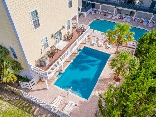 Large 6 Bedroom Duplex-Pool,HotTub,Game Room, Ocean Peeks & Balcony Breezes