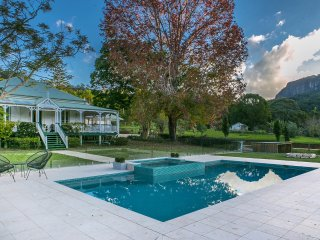 Hillview Homestead - Expansive Currumbin home