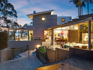 Clontarf Close - exceptional home with harbour views