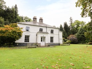 BEAVER GROVE HOUSE, Listed building from 1820, en-suites, WIFI, Ref 945603