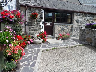 FORGET ME NOT, WiFi, all ground floor, romantic barn conversation in St Keverne,