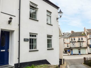 FERN COTTAGE, open fire, exposed beams, pet friendly, in Illfracombe, Ref. 93521