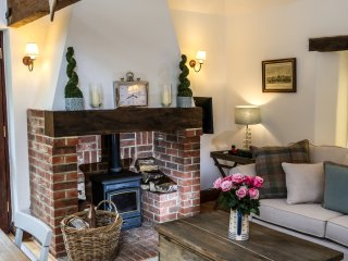 Luxury Self Catering Mini Barn, Nr Goodwood.