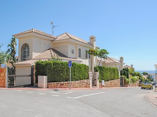 Cozy villa with private garden & pool, BBQ,close to the beach of Riviera del Sol