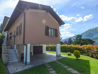 VILLA PARCO- Apartment with lake view, Private Parking and Garden