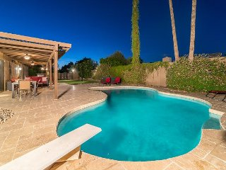 Casa De Palms - Entertainers delight w/ pool, spa, putting green, pool table!