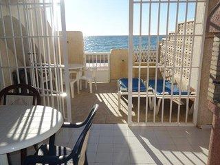 KIWIS 10 beach front gound floor apartment with a garden-porch