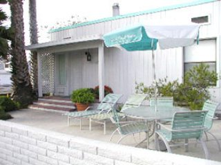 COMFORTABLE 2 BEDROOM 1 BATH ON BALBOA CT.