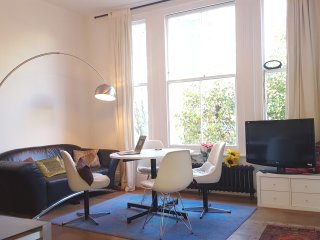 Elegant 2 bed Notting Hill pad