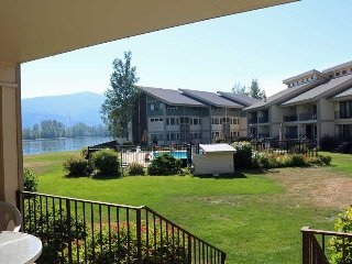 Family Friendly Lower Level Condo with Lake and Pool View - Close to skiing