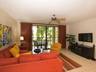 Pacifico L1108 One bedroom condo overlooking the classic pool